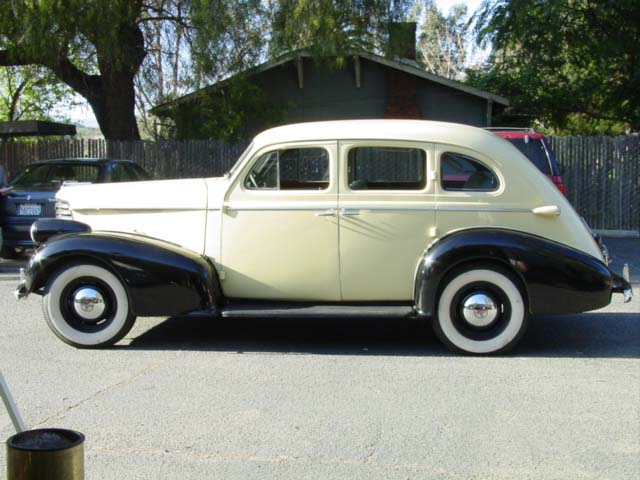 1938 oldsmobile 4 door sedan side 2