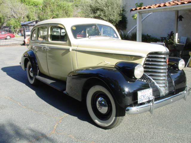 1938 oldsmobile 4 door sedan side