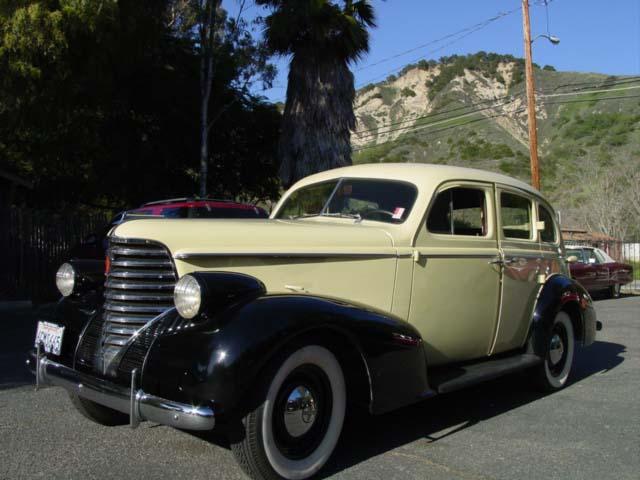 1938 oldsmobile 4 door sedan